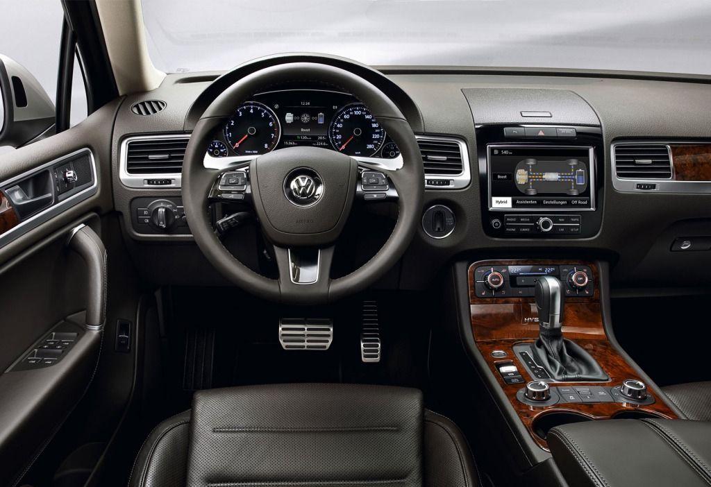 фото салона Volkswagen Touareg.